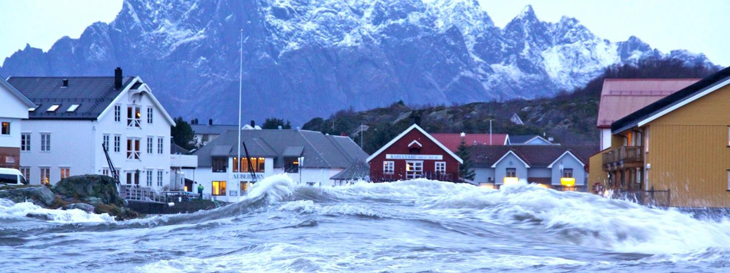 Storm surge in Kabelvåg town square in Lofoten when Hurricane Berit struck in November 2011. Photo.
